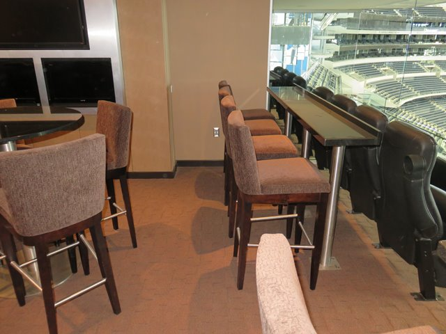 Suite 522 Drink Rail
